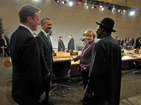 Cameron (Reino Unido), Obama (EE UU), Merkel (Alemania) junto al presidente de Nigeria, Goddluck Jonathan.